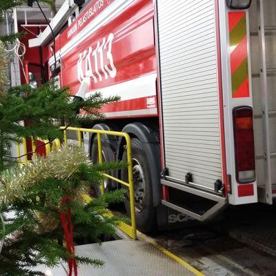 Joulukuusi paloasemalla.