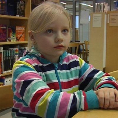 Tokaluokklainen Emmiina Olli. Savonlinnan normaalikoulu