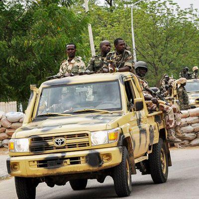 Nigerian armeija partioimassa.