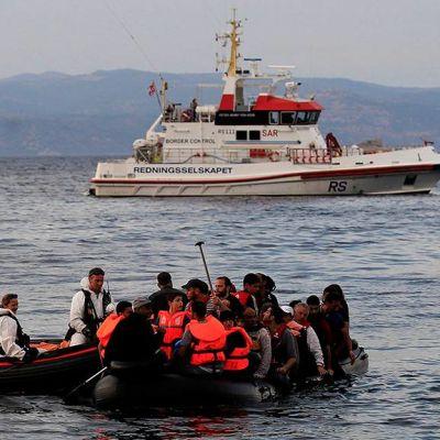 Turvapaikanhakijoita Lähellä Mytilinin saarta.