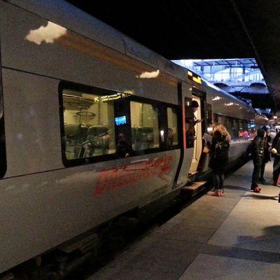 Henkilöllisyyden tarkastus Juna-asemalla Tanskassa.