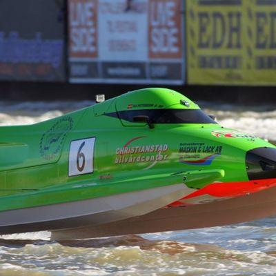 Ruotsalaisen Ola Petterssonin tyylinäyte F2-veneiden tämän vuoden MM-sarjassa.