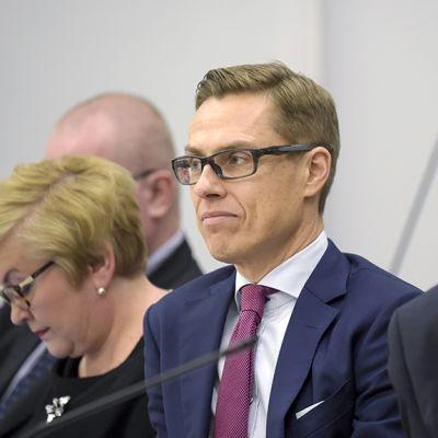 Valtiovarainministeri Alexander Stubb eduskunnan täysistunnossa 15. joulukuuta 2015.