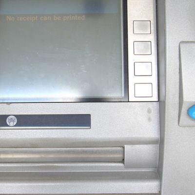 Pankkiautomaatti ilman skimmauslaitetta.