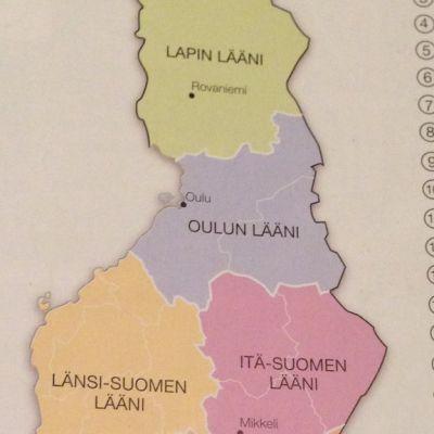 Suomen entiset läänit 3. luokan oppikirjassa.