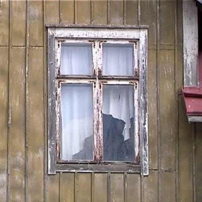 Autiotalon ikkunat.