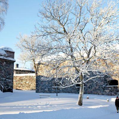 Talvinen Suomenlinna.