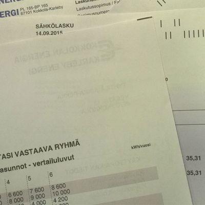 Kokkolan energian  sähkölaskuja summat noin 30 euroa.