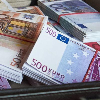 Rahaa salkussa