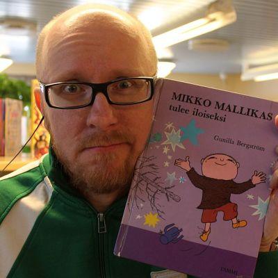 Mikko löysi iloista luettavaa.