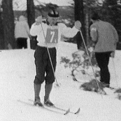 Veikko Hakulinen viestin ankkuriosuudella Squaw Valleyn olympialaisissa.