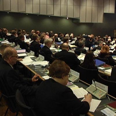 Kirkolliskokousedustajia Turussa 3. toukokuuta 2010.