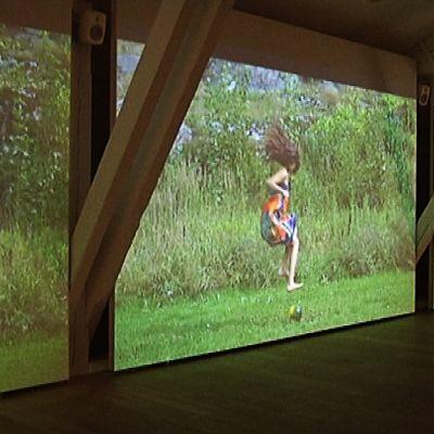 Johanna Lecklinin videoteos Kuntsin näyttelyssä