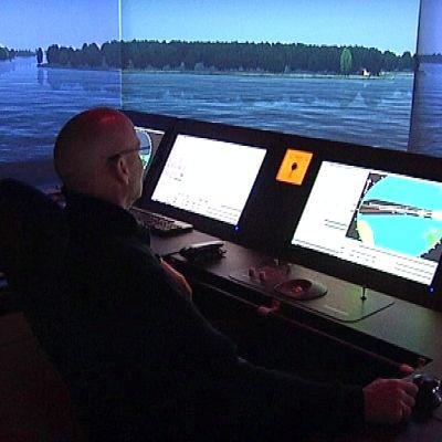 Yhdessä kahdeksasta Aboa Maren komentosiltasimulaattoreista voi ohjata Silja Linen Baltic Princessiä täysin todentuntuisissa olosuhteissa.