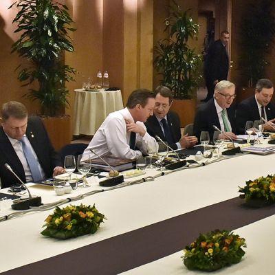 David Cameron ja  muita EU-johtajia neuvotteluissa.