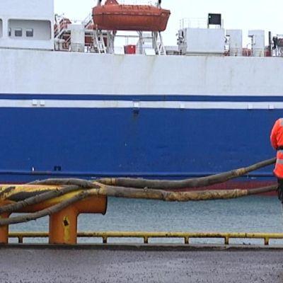 Laiva lähdössä Rostockiin Hangon satamasta.