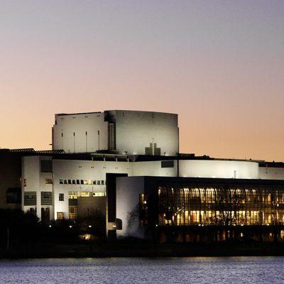 Oopperatalo Helsingissä.