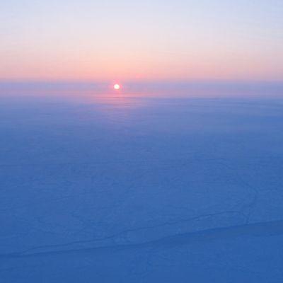 Auringonnousu Pohjoisnavalla.