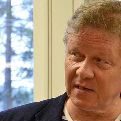 Hannu Ylönen palkittiin tieteellisen tiedon julkistamisesta.