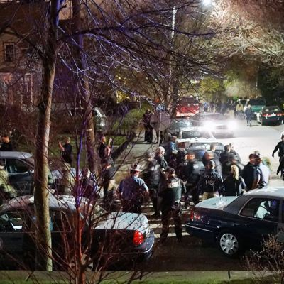 Poliiseja Watertownin esikaupunkialueella Bostonissa 19. huhtikuuta.