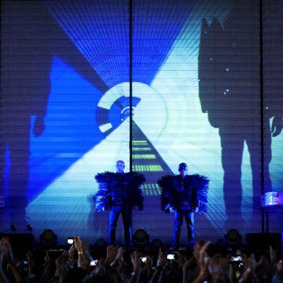 Pet Shop Boys lavalla Ruisrockissa Turussa 7. heinäkuuta 2013.