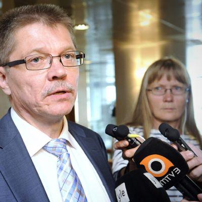 Kunnallisen työmarkkinalaitoksen työmarkkinajohtaja Markku Jalonen saapui työmarkkinoiden johtoryhmän kokoukseen 30. elokuuta 2013 Helsingissä.