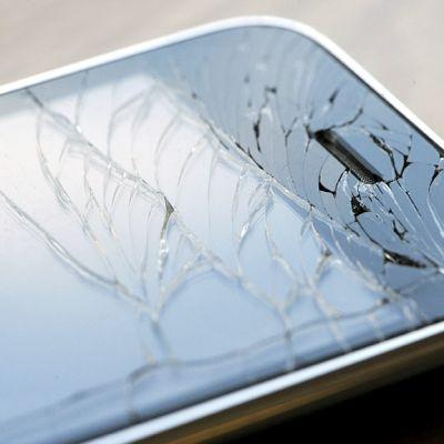Rikkinäinen älypuhelin.