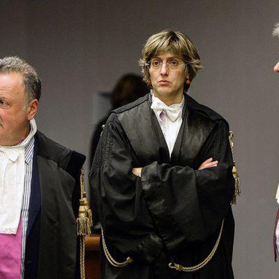 Raffaele Solleciton ja Amanda Knoxin lakimiehet Firenzen oikeustalolla Italiassa