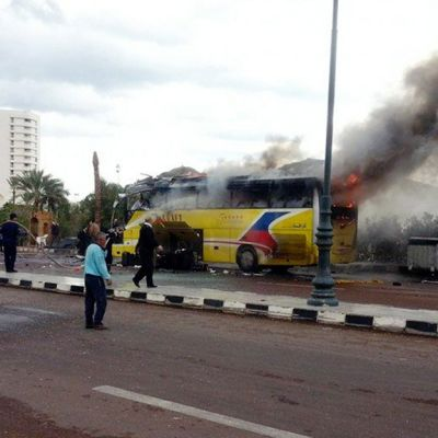 Savuava bussi Tabassa 16. helmikuuta 2014.