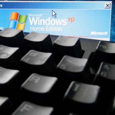 Vanha tietokone, jossa Windows XP käyttöjärjestelmä.