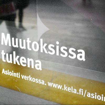 Kelan toimipisteen ikkuna Helsingin Kampissa.