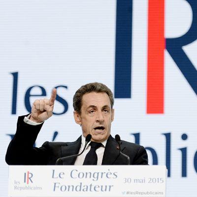 Nicolas Sarkozy puhuu Ranskan konservatiivipuolueen kokouksessa Pariisissa.