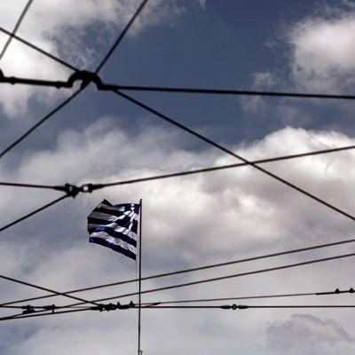 Kreikan lippu liehuu Ateenassa.