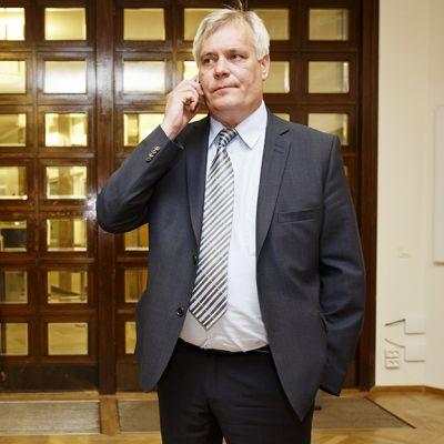 Antti Rinne saapumassa eduskunnan täysistuntoon Helsingissä.