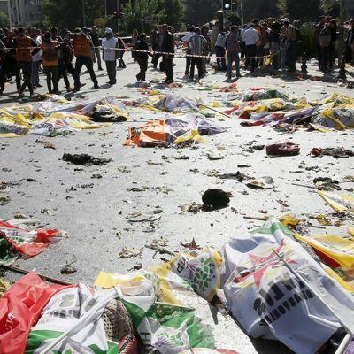 Pommi-iskun aiheuttamaa tuhoa Ankarassa.