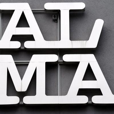 Alma Median logo.