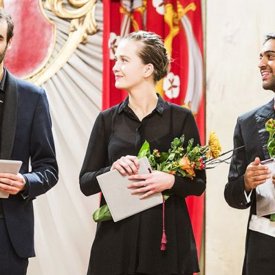 Kansainvälisen Jorma Panula -kapellimestarikilpailun voitti ranskalainen Dylan Corlay (vas). Sveitsiläinen Elena Schwarz tuli toiseksi, saksalainen Harish Shankar (oik) voitti kolmannen palkinnon.