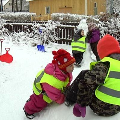 Lapsia perhepäivähoidossa Lappeenrannan Pontuksella.