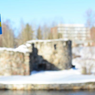 Ruotsin lippu ja Kajaanin linna.