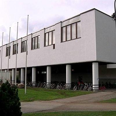 Jyväskylän yliopiston Alvar Aallon suunnittelema Liikunnan rakennus.