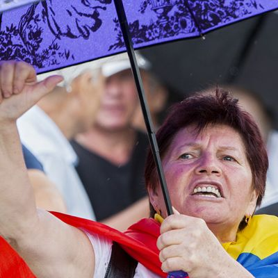 Moldovalaiset osoittavat mieltään Chișinăussa.