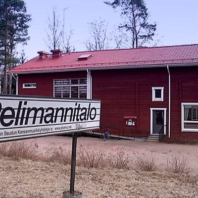 Palokan Pelimannitalo kuvattuna huhtikuussa 2016.