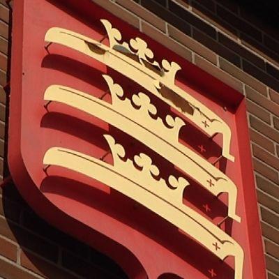Ruskon vaakuna kunnantalon seinässä