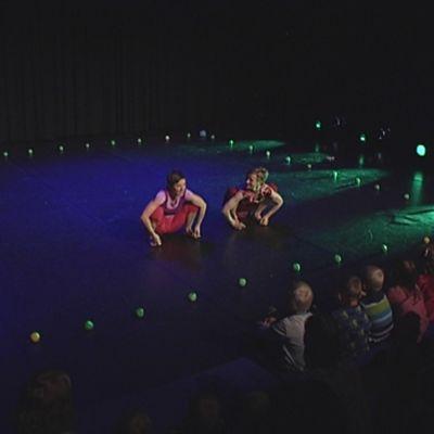 kuulas kansainvälinen lasten teatteritapahtuma headwalkers