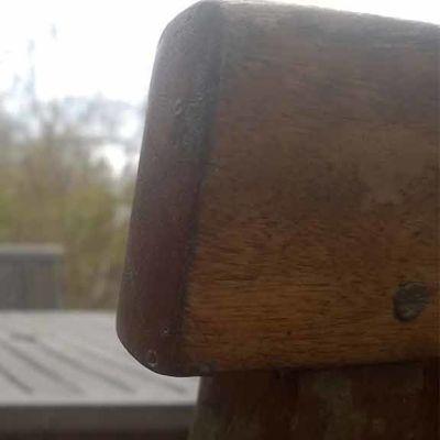 Puutarhakalusto alkukesän terassilla