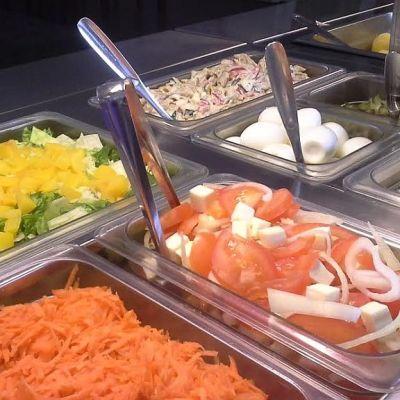 Pomarkkulaisen Juhlapalvelu Hakalinnan salaattipöytä