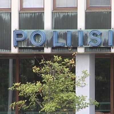 Poliisilaitos kyltti Pori