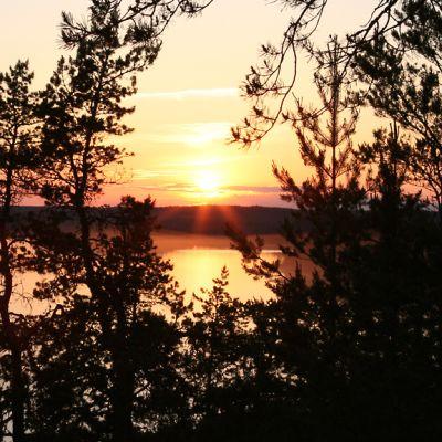 Auringonlasku Iitin Hiidenvuorella