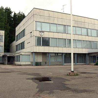 Hirvelän koulun ulkosivu.