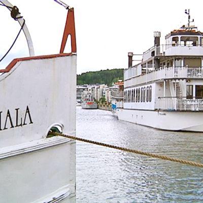 Sisävesilaivoja Lahden matkustajasatamassa.